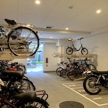 駐輪場・バイク置場も。お出かけの幅が広がります。