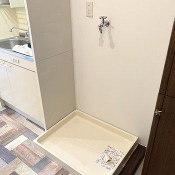 洗濯機置場はキッチンのお隣に。家事動線が良さそうですね◎