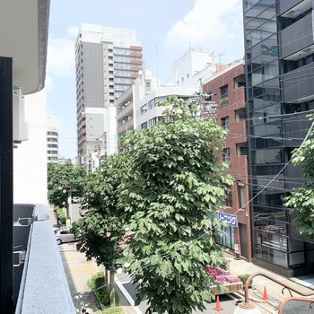 左側は都会感溢れる景色。便利な立地を思い出します。