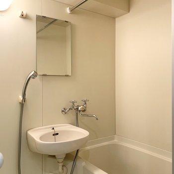 お風呂と洗面の2点ユニットですが、浴室乾燥機が付いているのは嬉しいですね◎