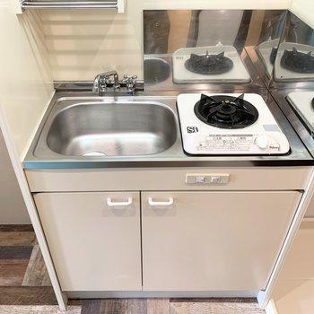 キッチンは1口コンロのひとり暮らし仕様。