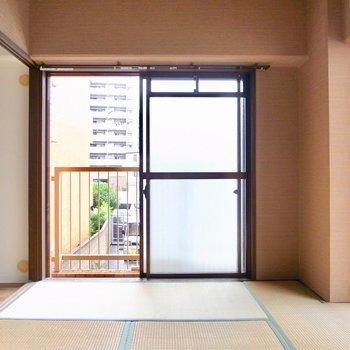 【和室】2つのベランダに囲まれて明るいお部屋です!のんびりできそう〜!