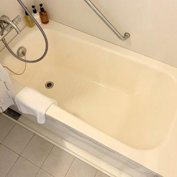浴槽も通常の賃貸と同じくらいの大きさがありますよ。