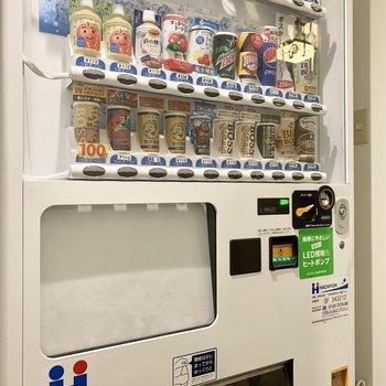 【共用部】自販機も製氷機と同じスペースにあります。