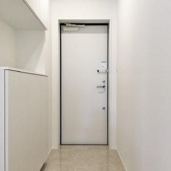 玄関はフラットなタイプ。開放感がありますね。※写真は前回募集時のものです