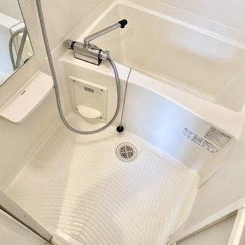 浴室。乾燥機付きですよ。