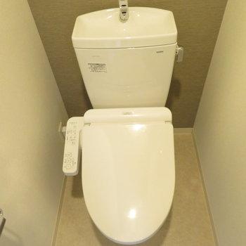 トイレは温水洗浄便座付き(※写真は5階の同間取り別部屋のものです)