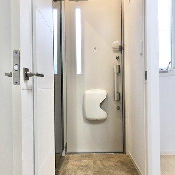 玄関と居室の間にもドアがあるので、玄関先からの視線をカットできます。