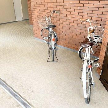 共用部】自転車置き場は各フロアにあります。
