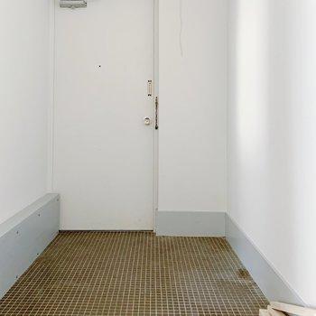 玄関も広いですね。お気に入りのシューズボックスを持ち込みましょう。