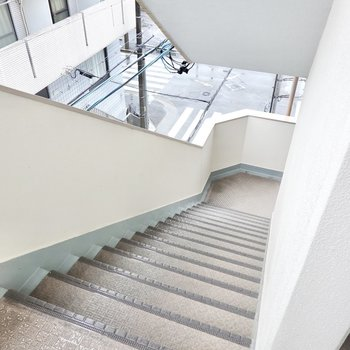 4階ですがエレベーターはなく、階段のみです。家具搬入時には採寸を念入りに。