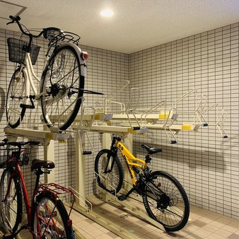 自転車置き場はオートロックの中に。