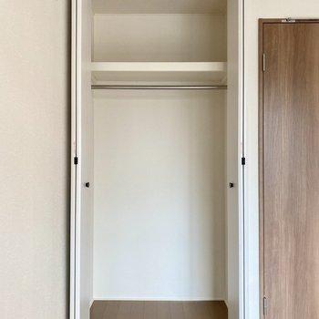 下部に衣装ケースなどを積むと空間をうまく使えそうですね。