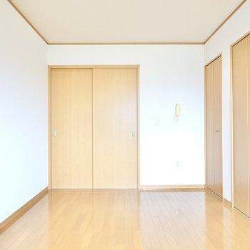 隣との扉を閉めればぐっすり休めそうなおこもり感に。
