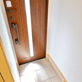 玄関はタタキはコンパクトですが広さは十分あります。