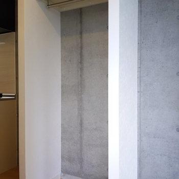 収納の壁もコンクリというかっこよさ。