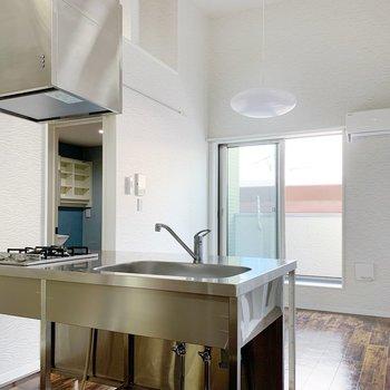 対面式のキッチンですね。