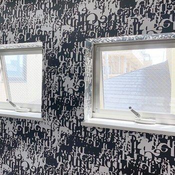 ロフトにも小窓が2つ。風通しも良さそうです。