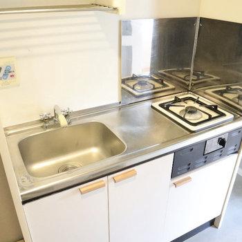 コンロは1口ですが、シンクと調理場にゆとりがあるので使いやすそう!水栓も新設しています◎
