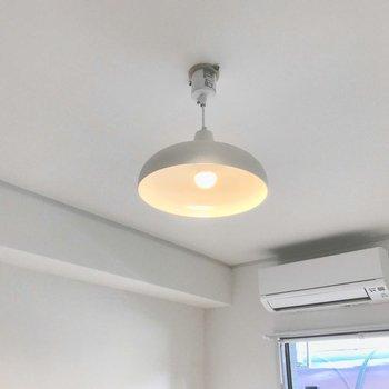 このペンダントライトも付いてきます。お部屋をお洒落に照らしてくれるんです。(※写真は前回施工したお部屋です)