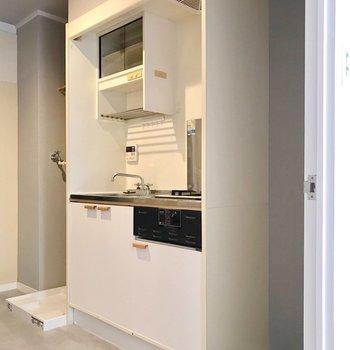 キッチンの隣に冷蔵庫を置けますよ。(※写真は前回施工したお部屋です)
