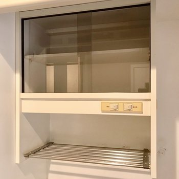 食器棚に水切りに。あったらいいな、が付いています。(※写真は前回施工したお部屋です)