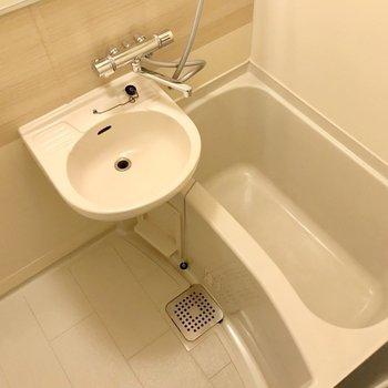サーモ水栓も新しく付きました!温度調節簡単です。(※写真は前回施工したお部屋です)