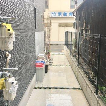 ゴミ捨て場は敷地内にあります