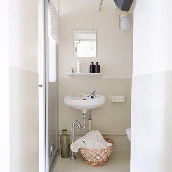 雰囲気のあるレトロな洗面所