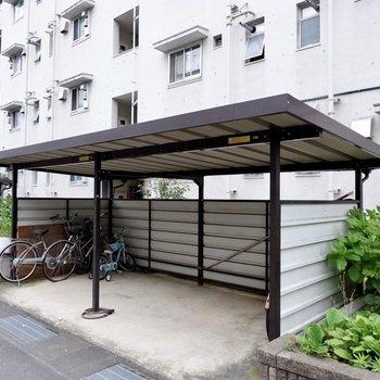 駐輪スペースはお部屋のすぐ近くにあります。