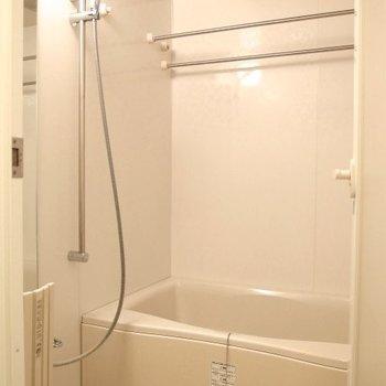 お風呂もしっかりと(※写真は6階の同間取り別部屋のものです)