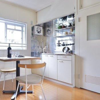 広めのキッチンでしっかり自炊もできます。