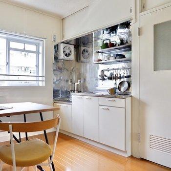 キッチンの上段にもしっかり収納スペース。