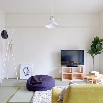白壁が優しい雰囲気の和室ですね。