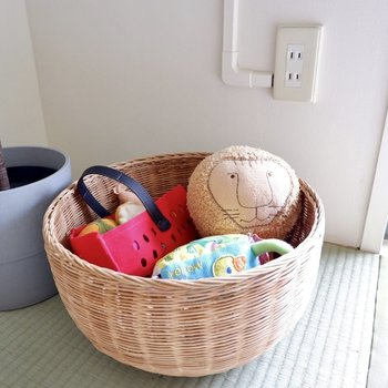 おもちゃ収納にはカゴがぴったり