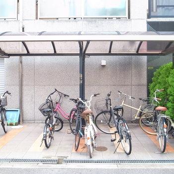 【共用部】駐輪場はマンションの入り口です。