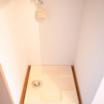 洗濯機は玄関に置きます。