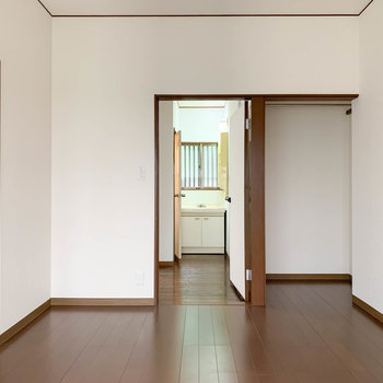 【洋室6帖】窓側から。