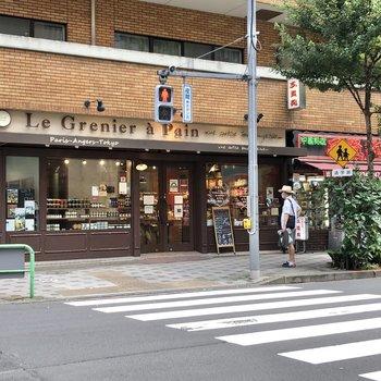半蔵門駅の周辺には美味しそうなパン屋さんがありました。
