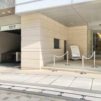 駅の隣には半蔵門ミュージアムという文化施設があります。