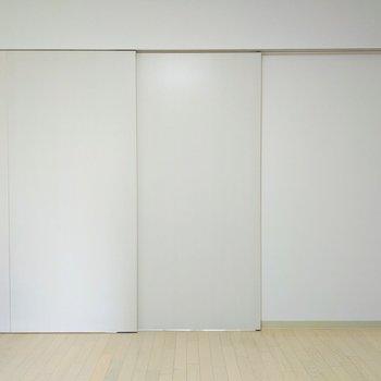 [LDK]床はフローリングで、明るい印象を感じますね〜。