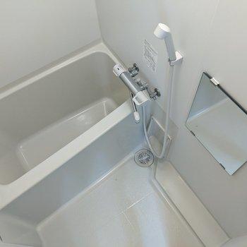 ゆったりサイズの浴槽。