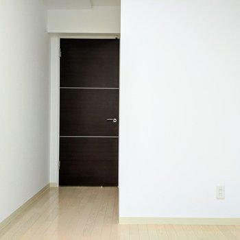 [4.8帖洋室]こちらのお部屋は寝室にどうぞ。