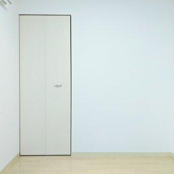 [4.5帖洋室]ケージは、写真右側壁にどうでしょう。