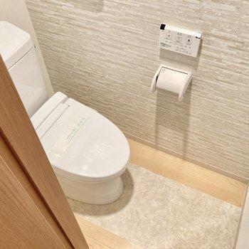 こちらもリフォームされています。ウォシュレット付きトイレで快適。