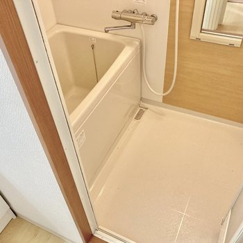 お風呂もリフォームされて綺麗に◎サーモ水栓でお湯の調節も楽ちんです。