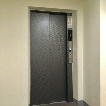 お部屋まではエレベーターを利用しましょう。