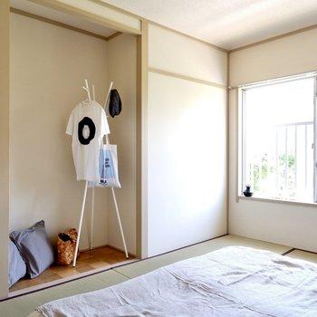 【和室6帖】くぼみスペースはオープンクローゼットの様に使うことが出来ますね。