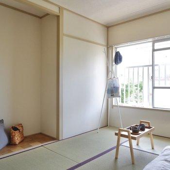 【和室6帖】くぼみ部分に突っ張り棒を張ってオープン収納にも出来ますね。