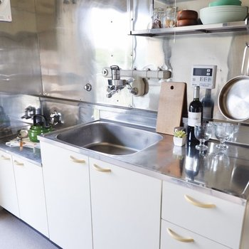 カットスペースもゆったりと確保された使いやすいキッチン。